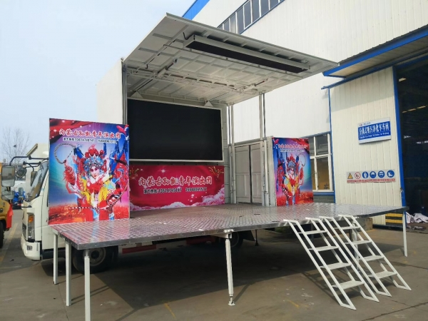 HOWO 116HP 5t Movable Stage Performing Vehicle