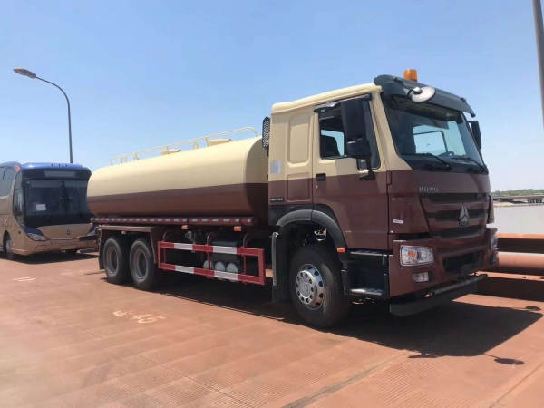 SINOTRUK HOWO 6x4 20,000L water tank truck from China