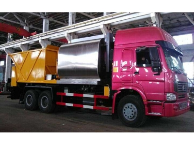 HOWO 6x4 synchronous stone crush and coat seal truck