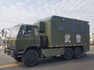 Dongfeng 6x6 mobile food van